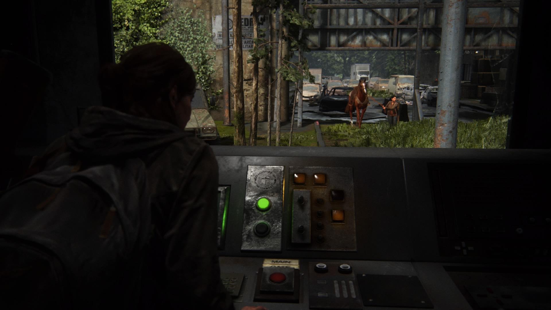 Ellie öffnet Mithilfe Einer Codenotiz Das Haupttor. Dina Folgt Ihr Mit Schimmer.