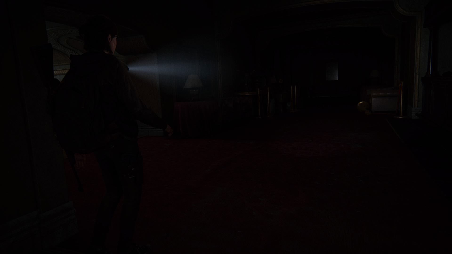 Während Sich Dina Ausruht, Kundschaftet Ellie Das Verlassene Theater Aus.